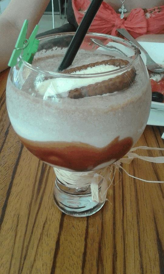 Kolm korda võite arvata, kes selle minipesulõksu Burgase kokteilibaarist pihta pani.