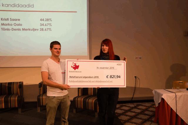 RahaFoorumi Stipendium 2015 võitja Kristi Saare ja RahaFoorum.ee ning RahaRaadio eestvedaja Taavi Pertman
