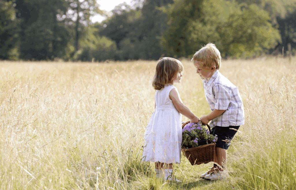 lahke eluviis ehk poiss aitab tüdrukul korvi tassida